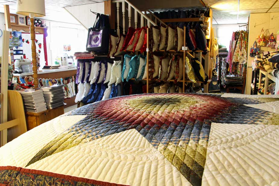 Country Lane Amish Quilts, Leola, Lancaster PA